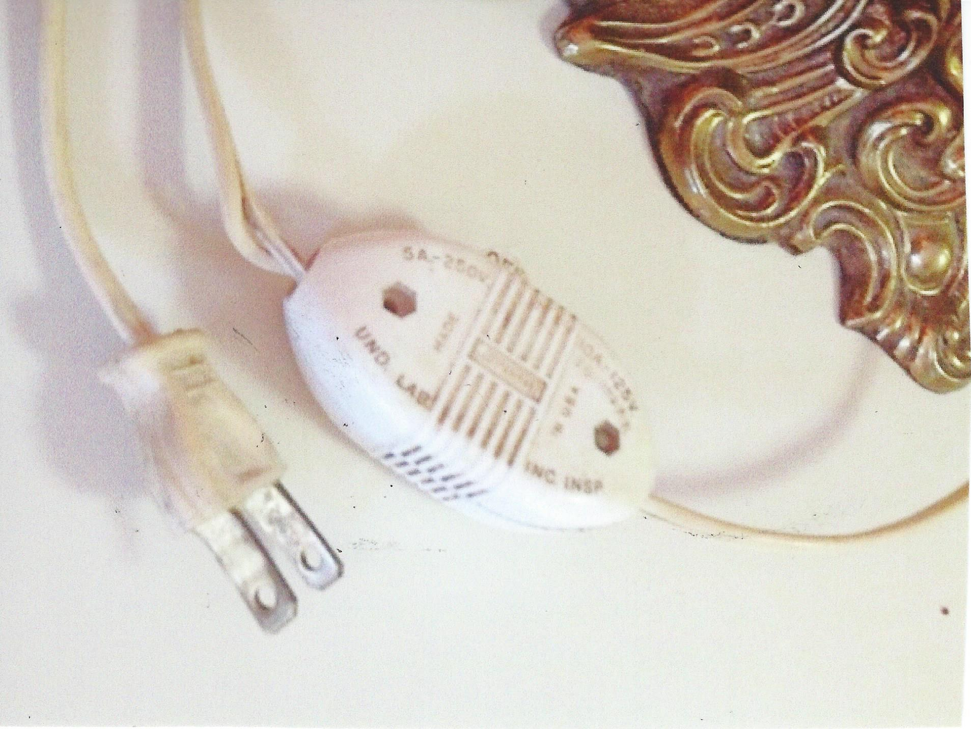 Plug & light switch for Cherub Lamps.jpg