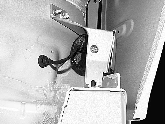 87e957ab-e41c-4e45-b458-bf12a0f99891_220 alarm siren drivers side fender.jpg