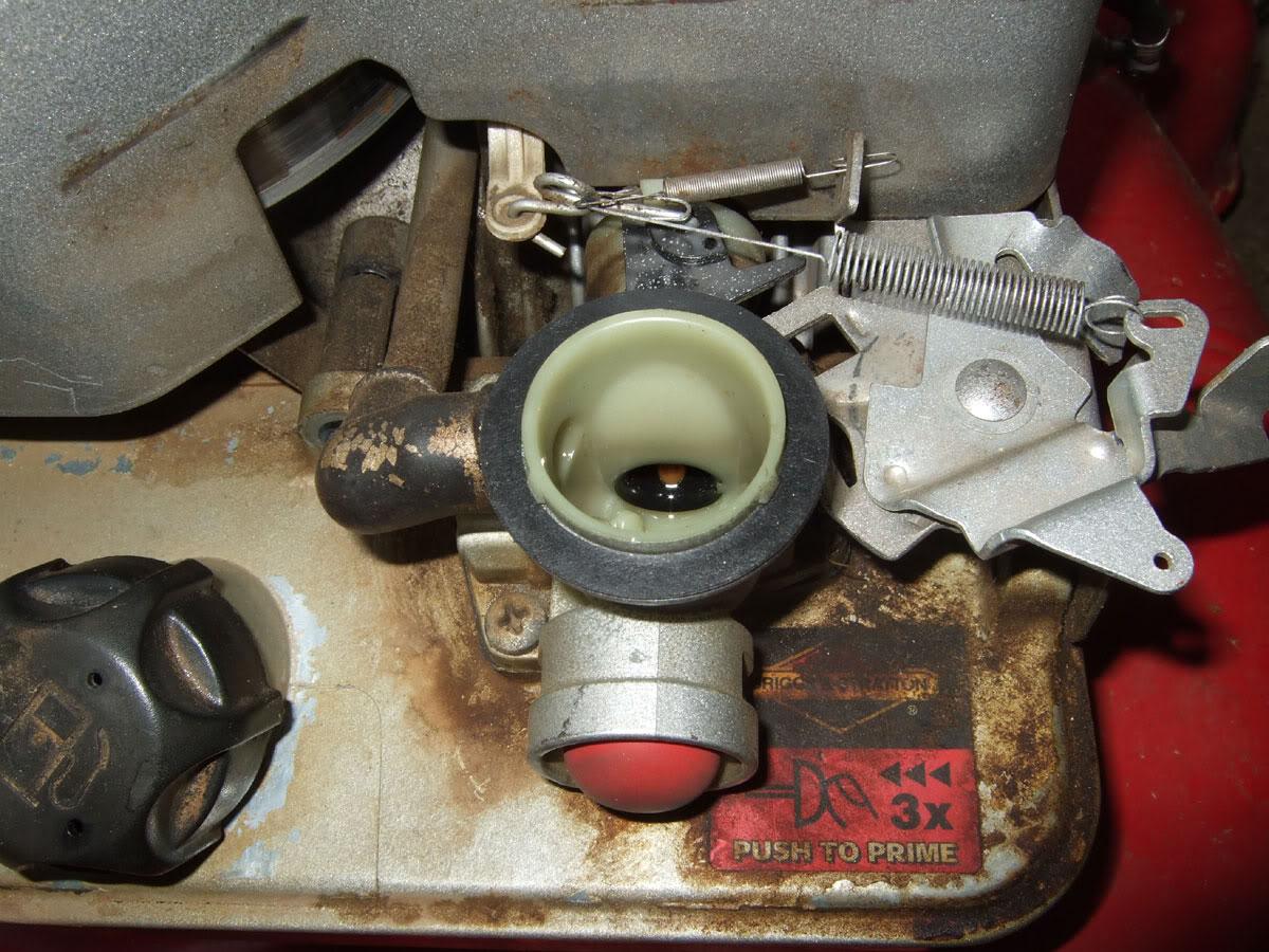 0b2c78c1-7e89-4542-84c6-19257507c317_Step1Briggs-375-carburetor-Step.jpg