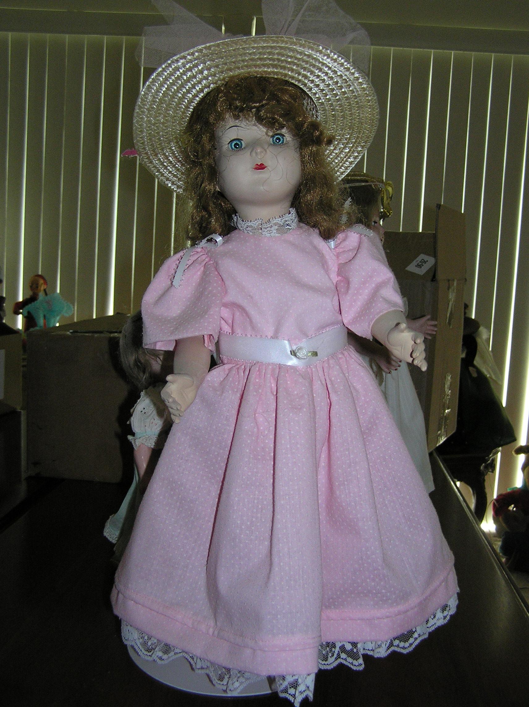 Antique Doll 001.jpg