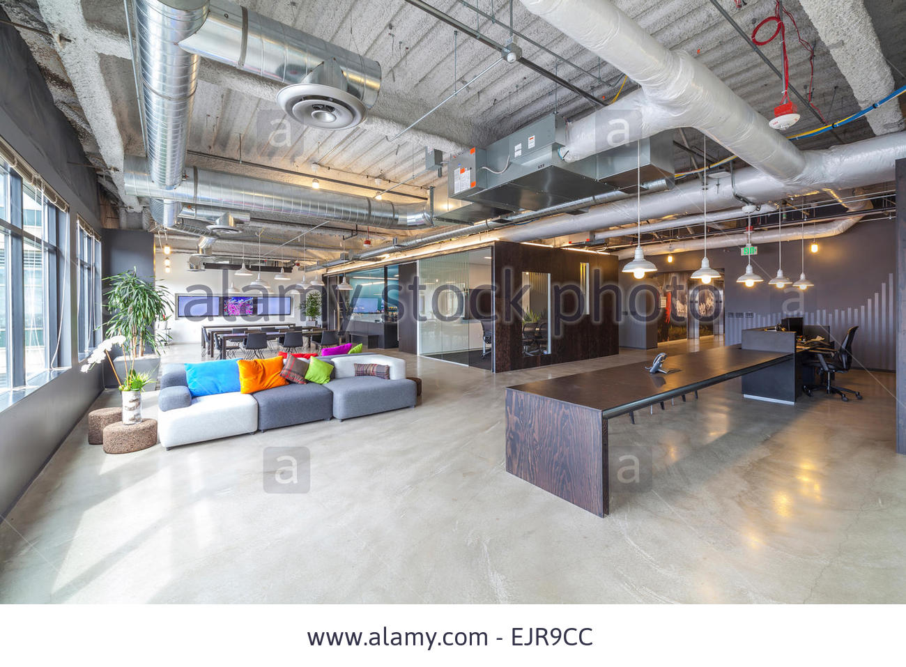 2016-03-20_025512_sofas-in-open-office-seating-area-ejr9cc.jpg