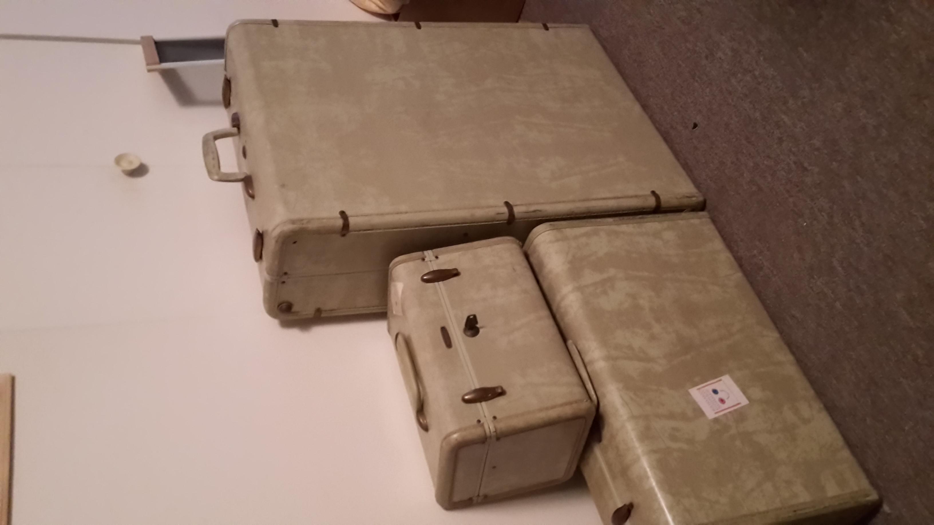 20150710_192807.jpg Luggage.jpg