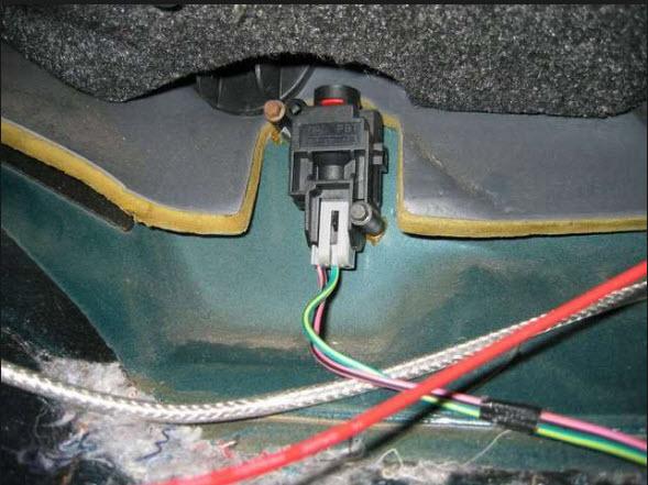 c8fef35a-01e5-4e02-85c1-b344140f0917_1987 Ford E150 4.9L fuel pump inertia switch.jpg