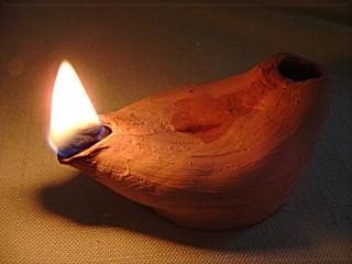 9dc38c83-175f-4f9f-ba00-2e743a17fe1a_ark-technology-oil_lamp_lit_01.jpg